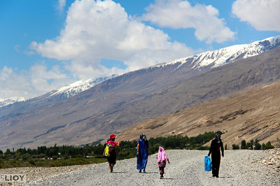 pamir highway walking