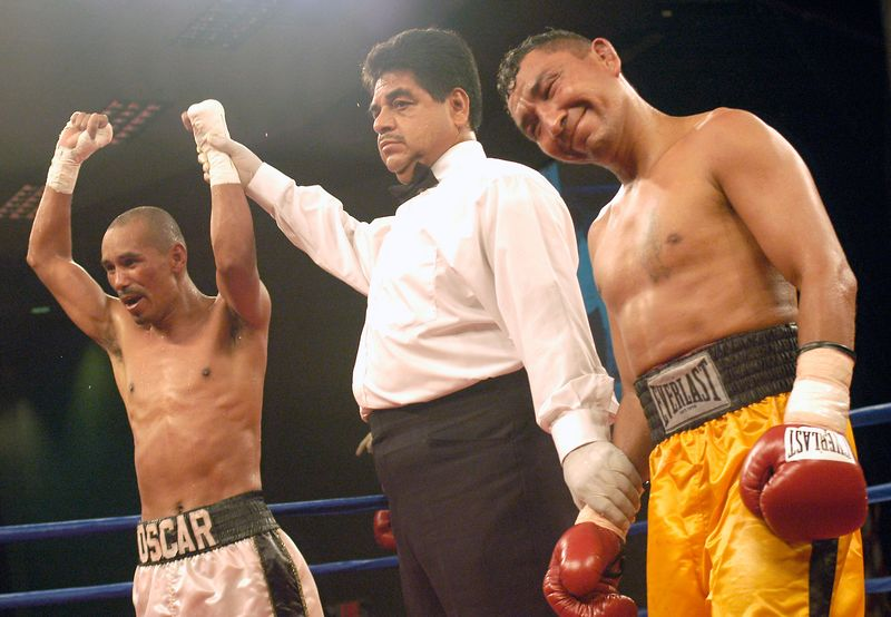 (7-30-2005)  Referee Nico Perez declares Oscar Andrade the winner by unanimous decision over a clearly chagrinned Paulino Villalobos in their 12 WBO Latino Championship bout at the Desert Diamond Casino.
