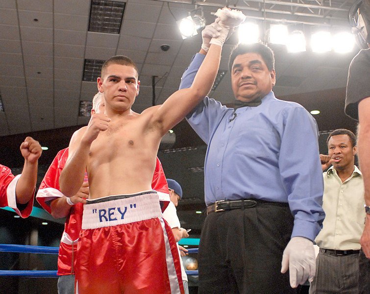 (3.30.2007 - Desert Diamond Casino)  Gabriel Martinez celebrates his 8 round split decision win over Arturo Brambila.