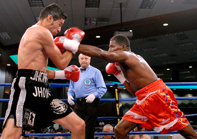 (3.30.2007 - Desert Diamond Casino)  Irene Pacheco lands a left hand to Jhonny Gonzalez during their WBO Bantamweight bout.  Gonzalez went on to win with a 9th round TKO.