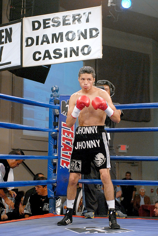 (3.30.2007 - Desert Diamond Casino)  Jhonny Gonzalez stands ready to defend his WBO Bantamweight Championship against Irene Pacheco.