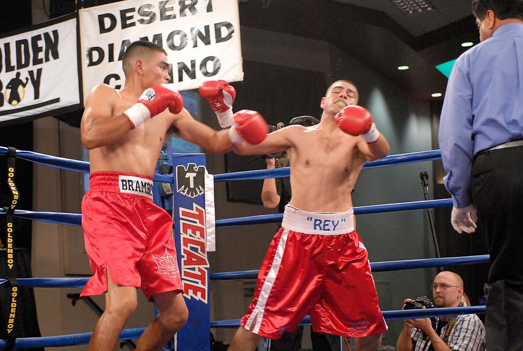 (3.30.2007 - Desert Diamond Casino)  Arturo Brambila scores on Gabriel Martinez in the 1st round their Welterweight bout.  Martinez went on to win a split decision.