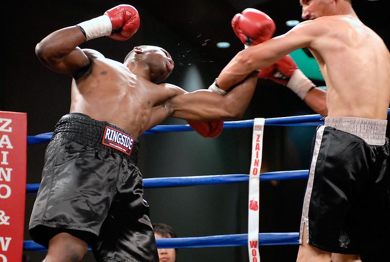 (3.10.2006 --- Desert Diamond Casino)  Lonnie Smith Jr. throws an uppercut against Javier Flores in their 4 round bout.