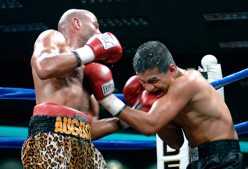 (3.10.2006 --- Desert Diamond Casino)  Emanuel Augustus (left) scores to the head  Arturo Morua in their WBO Intercontinental Jr. Welterweight Championship bout.