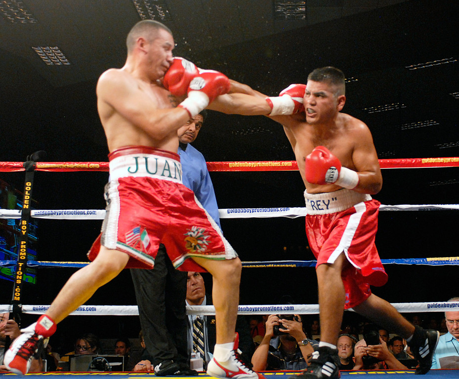 (11.3.2007 -- Tucson, Arizona)  Gabriel Martinez lands an overhand right to the head of Juan Pablo Montes de Oca's in their 6 round super welterweight fight at the Desert Diamond Casino.  Martinez won a split decision.<br /> <br /> <br /> Images from the November 3, 2007 Golden Boy Productions fight card at the Desert Diamond Casino.