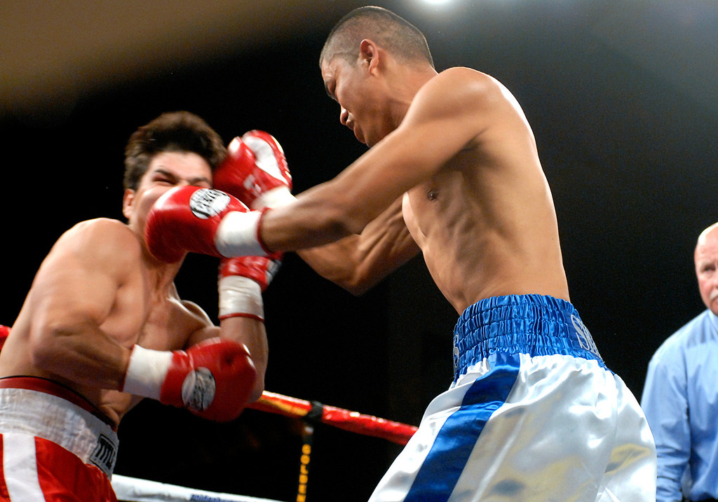 (11.3.2007 -- Tucson, Arizona)  Jesus Selig scores on Daniel Gonzales, in their bout at the Desert Diamond Casino.  Selig remained undefeated with a split decision.<br /> <br /> Images from the November 3, 2007 Golden Boy Productions fight card at the Desert Diamond Casino.