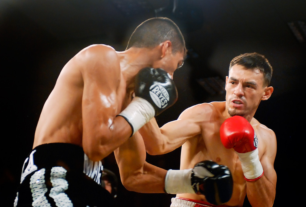 (11.3.2007 -- Tucson, Arizona)  Featherweight Robert Guerrero (right) throws a right to the head of Martin Honorio in the 1st round of their IBF World Championship bout.  Guerrero successfully defended his belt with a TKO at 56 seconds into the 1st round.