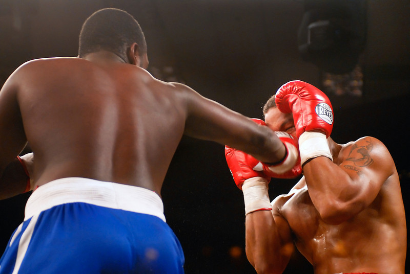(11.3.2007 -- Tucson, Arizona) Cruiserweight Carlos Duarte scores to the head of  Terrence Smith. However, Smith's corner threw in the towel in the 4th round giving Duarte the victory.<br /> <br />  Images from the November 3, 2007 Golden Boy Productions fight card at the Desert Diamond Casino.