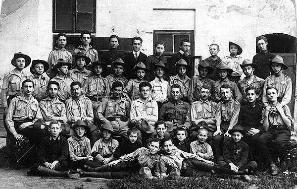 """Yaroslaw, Members of the """"Hashomer Hatzair"""" - 1917"""