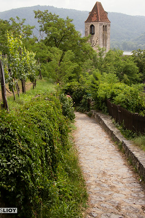 the path down to durnstein