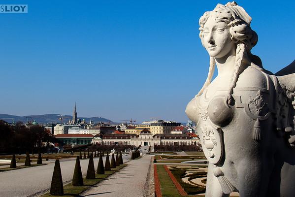 schloss belvedere statues