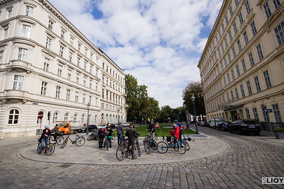 bike tour at schillerpark in vienna