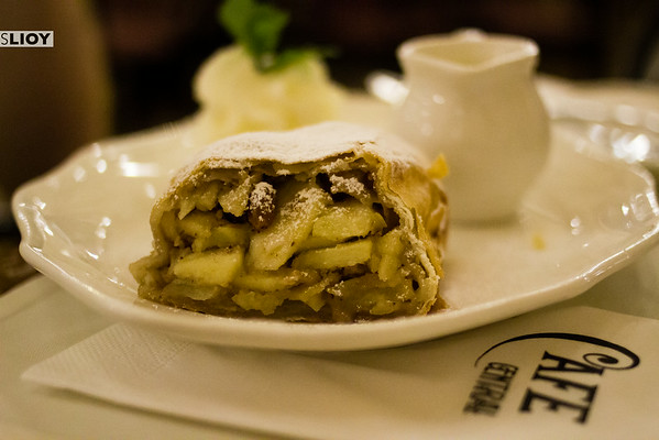 vienna cafe central apple strudel