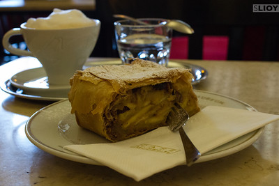 apple streudel at vienna cafe museum