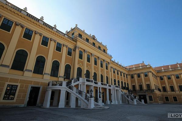 schonbrunn palace front view
