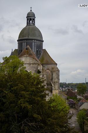 st quirice church dome provins