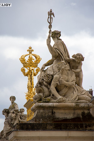 versailles palace entrance gate