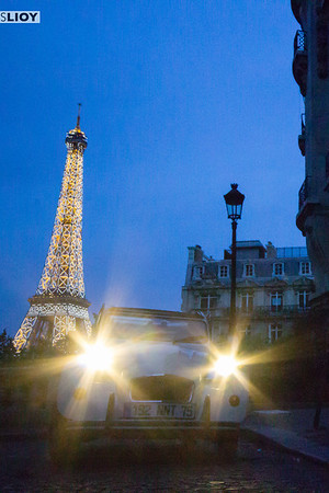 citroen 2cv and eiffel tower by night