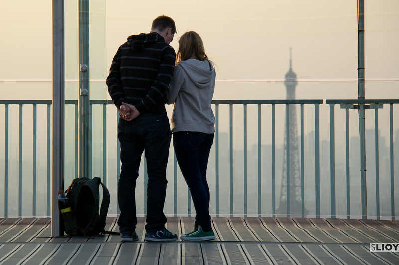 tourists on montparnasse tower