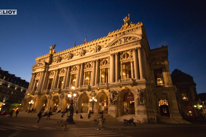 Paris' Opera Garnier at nighttime.