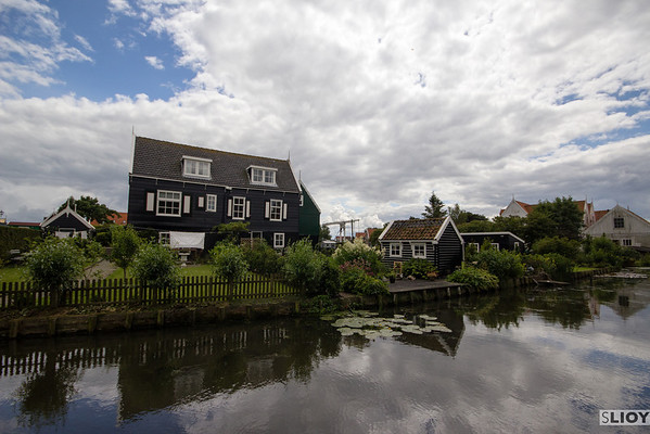 marken traditional houses