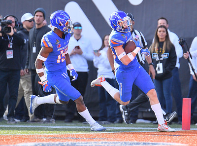 Dec 16, 2017; Las Vegas, NV, USA;  Boise State Broncos safety Kekaula Kaniho (28), right, returns an interception for a touchdown against the Oregon Ducks during their game at the 26th Las Vegas Bowl at Sam Boyd Stadium.  Photo Credit: Sam Wasson for the Portland Tribune