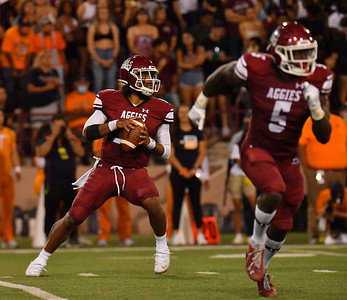 LAS CRUCES, NEW MEXICO - AUGUST 28:  Quarterback Jonah Johnson #10 of the New Mexico State Aggies looks to pass against the UTEP Miners in the first half of their game at Aggie Memorial Stadium on August 28, 2016 in Las Cruces, New Mexico.  (Photo by Sam Wasson/bleedCrimson.net)