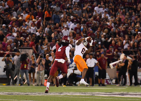 LAS CRUCES, NEW MEXICO - AUGUST 28:  Wide receiver Jacob Cowing #6 of the UTEP Miners catches a pass against defensive back Chris Bell #2 of the New Mexico State Aggies in the first half of their game at Aggie Memorial Stadium on August 28, 2016 in Las Cruces, New Mexico.  (Photo by Sam Wasson/bleedCrimson.net)