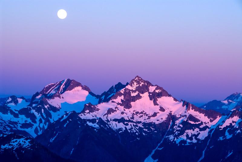 Full moon in the North Cascades, Washington