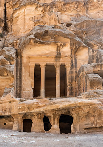 Triclinium, Little Petra