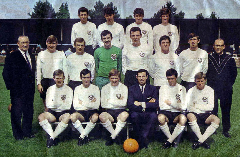 Season 1968-1969  Back row: Phil Hayes, John Cartwright, Johnny Brooks, Hugh Cunningham. Middle row: Tommy Dawson (Trainer), Peter Hobbs, Dennis Walker, Ray Peacock, John Mills, Hugh McLeish, Malcolm Keenan, Sid Miller (Trainer). Front row: George Duncan, Roy Walsh, Tony Smith (captain), Tommy Bickerstaff (manager), Billy Bannister, Dickie England</CENTER>