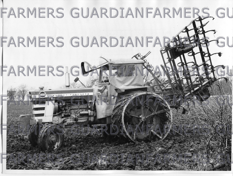 MF 110 with 24' spring tines at Barnby Manor near Newark.