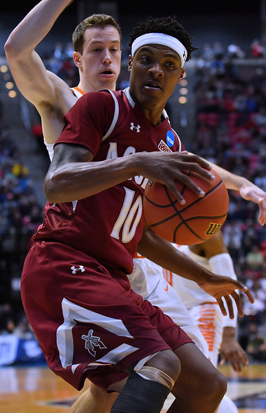 SAN DIEGO, CA - MARCH 16:  Jemerrio Jones #10 of the New Mexico State Aggies looks to drive against David Skara #24 of the Clemson Tigers during a first round game of the Men's NCAA Basketball Tournament at Viejas Arena in San Diego, California. Clemson won 79-68.  (Photo by Sam Wasson)