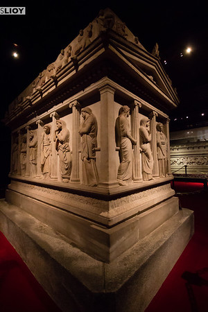 sarcophagus of the crying women