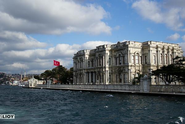 beylerbeyi palace from bosphorus