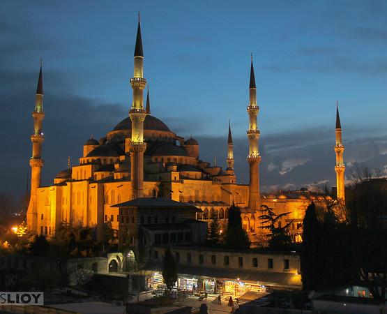 istanbul hagia sophia at night