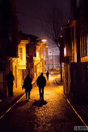 istanbul sultanahmet backstreets night