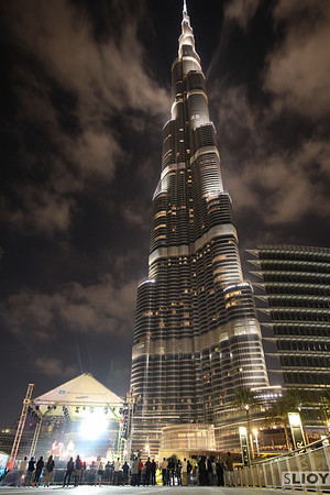 burj khalifa from below