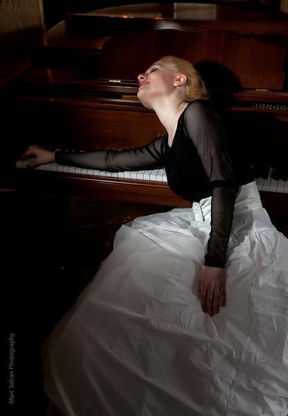 Aliona, Pianist