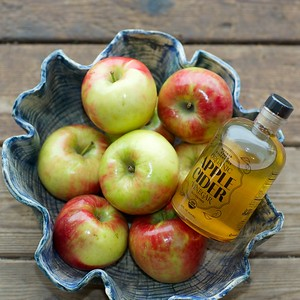 Olde Time bottle with apples 156