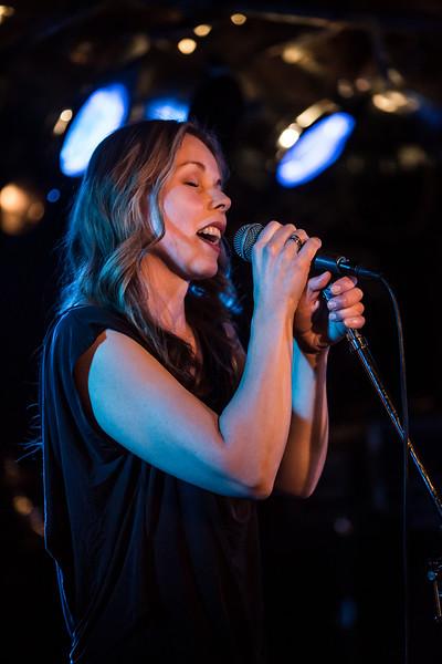 Kikki synger Kate Bush