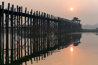 Sunrise over the U Bein Bridge crossing the Taungthaman Lake in Amarapura near Mandalay, Burma (Myanmar)