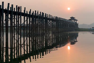 Sunrise over the U Bein Bridge crossing the Taungthaman Lake in Amarapura near Mandalay, Burma (Myanmar)