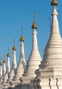 Whitewashed stupas of Sandamuni (Sanda Muni) Pagoda (Paya), Mandalay, Burma (Myanmar)