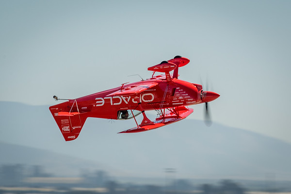 Sean Tucker flying inverted in Oracle Challenger III