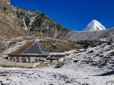 everest pyramid scientific research station