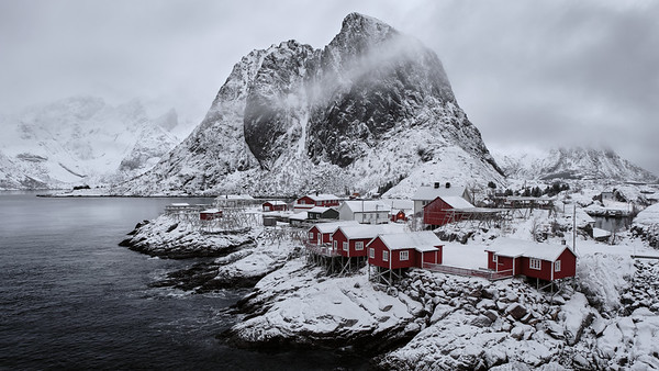 Hamnøya og Festhæltinden