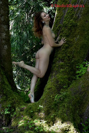 Theresa Manchester Nude Outdoor in Tree