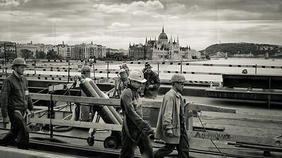 Workers on Margit Bridge
