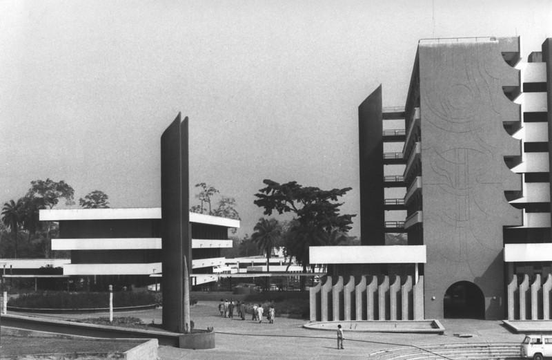 Secretariat on the Right